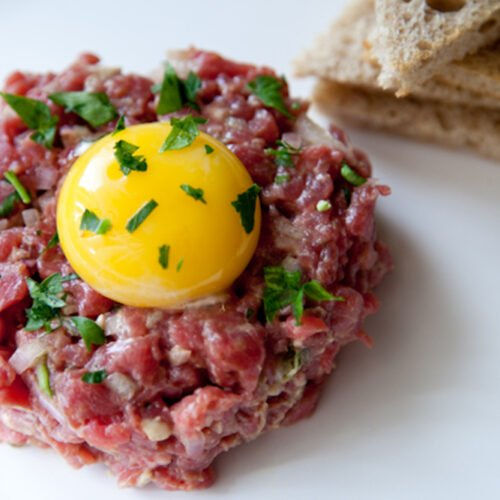 steak tartare with raw egg