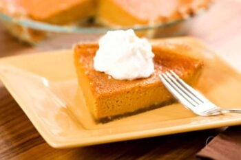 After a heavy traditional meal, enjoy this lighter, healthier version of the Thanksgiving classic: raw sweet potato pie. Click to get the recipe!