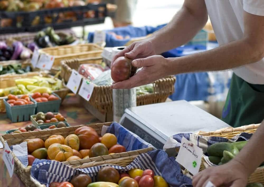 buying produce at the farmers' market